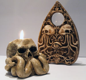 Next<span>Cthulhu Eye planchette & Skull candleholder</span><i>→</i>